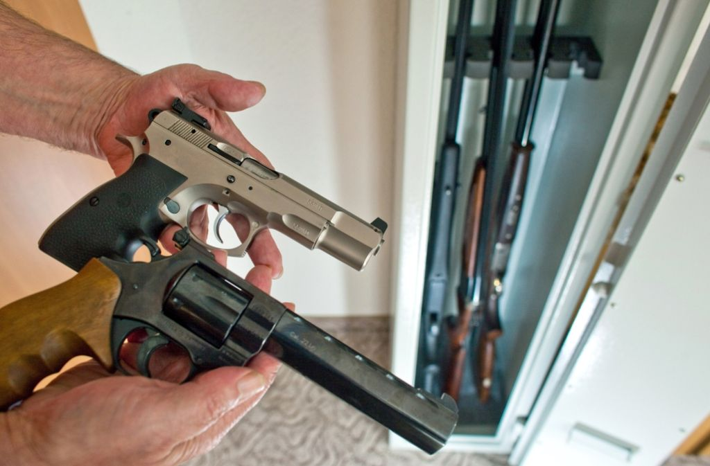 Ein Jäger klagt gegen die Höhe der städtischen Gebühr für Waffenkontrollen. Foto: dpa-Zentralbild