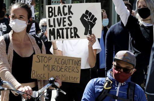 Polizisten aus Minneapolis treten nach  Protesten zurück
