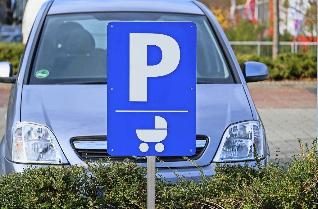 Der Hausherr darf auch Schilder aufstellen, die das Gesetz nicht vorsieht – wie das mit dem Kinderwagen. Foto: Lichtgut/Achim Zweygarth