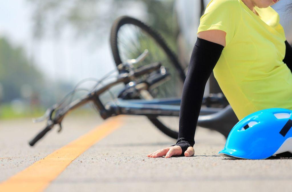 Eine Radfahrerin wurde bei dem Unfall in Weilimdorf schwer verletzt. (Symbolbild) Foto: Shutterstock/Toa55