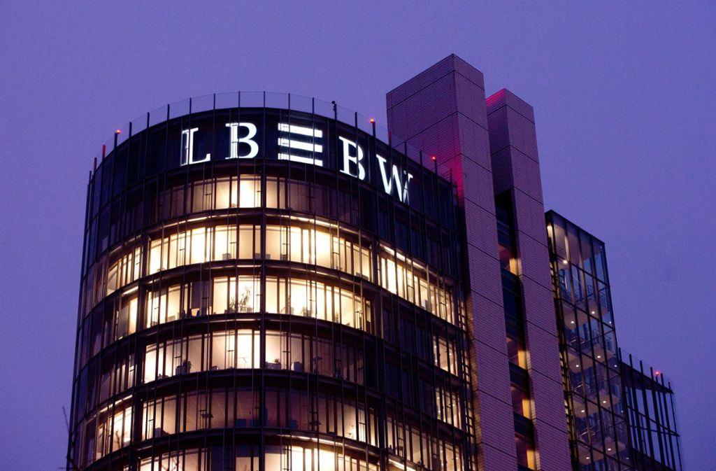 Im siebenstelligen Bereich liegt das Gehalt des Vorstandschefs der Landesbank. Wer auf den zwölf Spitzenplätzen liegt, sehen Sie in der Bildergalerie. Foto: dpa/Sebastian Kahnert
