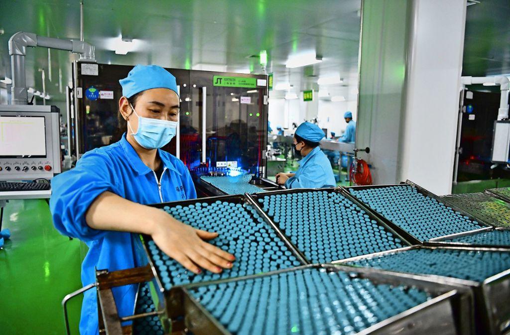 In einigen chinesischen Pharmaunternehmen, wie bei Fusen Pharmaceutical in Nanyang, wurde wieder mit der Produktion von Medikamenten begonnen. Foto: dpa/Feng Dapeng