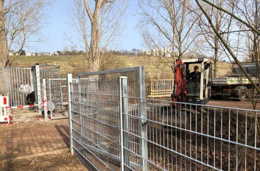 Empörung über den Zaunbau von Hofen
