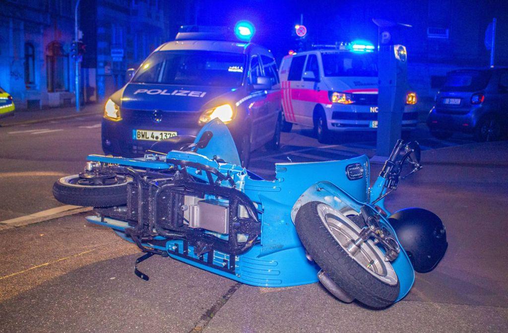 Der Fahrer des Motorrollers wurde bei dem Unfall verletzt. Foto: 7aktuell.de/Max Kurrer