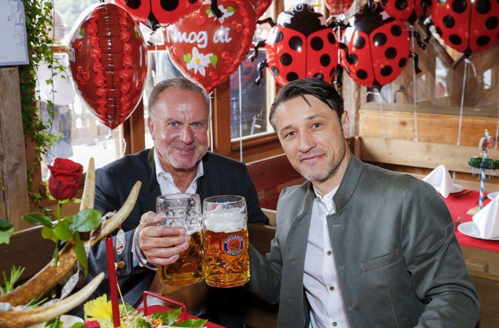 Gelöst sieht anders aus: FC-Bayern-Vorstandschef Karl-Heinz Rummenigge und Trainer Niko Kovac kamen trotz 0:3-Heimniederlage aufs Oktoberfest. Foto: Getty Abo