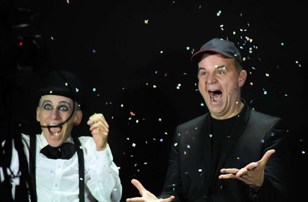 Magier Topas (links) und der Pantomime Pablo Zibes beim Dreh für das Stuttgarter Kunstcaching. Foto: Martin V/gt