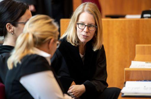 Illegale Milliardengeschäfte erstmals vor Gericht