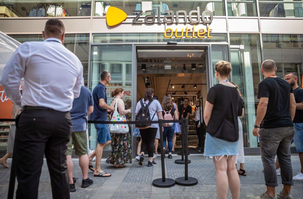 Bei der Eröffnung des Outlet-Shops von Onlinehändler Zalando war einiges los. Foto: Lichtgut/Julian Rettig