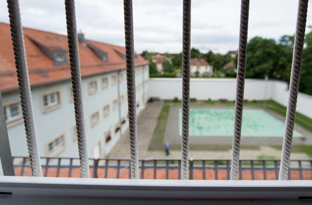 Das Seniorengefängnis in Singen ist speziell auf die Bedürfnisse älterer Strafgefangener ausgerichtet. Doch bei ihrer Entlassung  stehen auch sie vor besonderen Herausforderungen. Foto: dpa/Patrick Seeger