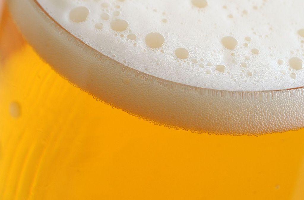 Beim Blick in die Küche des  Biergartens ist den Kontrolleuren die Lust auf ein frisch gezapftes Bier wohl vergangen. Foto: dpa