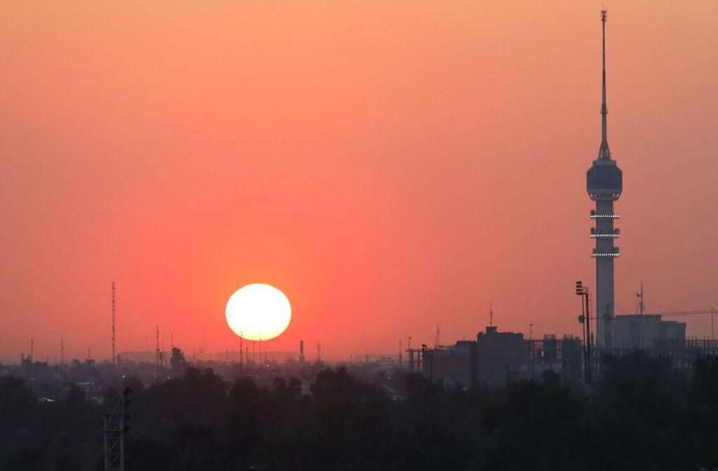 In Bagdad sind zwei Raketen niedergegangen. Niemand wurde dabei verletzt. (Symbolbild) Foto: dpa/Zhang Miao