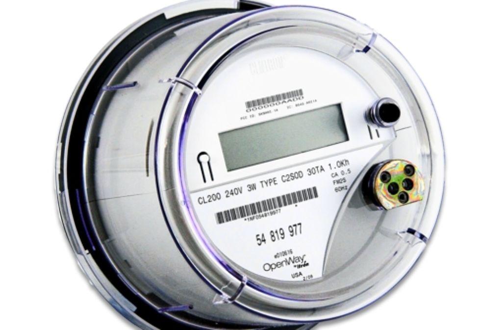 Digitale Stromzähler, sogenannte Smart-Meter, können Daten über den Stromverbrauch – alternativ auch über den Gas- oder Wasserverbrauch – eines Haushalts ermitteln und  an den Stromanbieter zurücksenden, was diesem eine intelligente Netz- und Ressourcensteuerung ermöglichen soll.   Foto: Hersteller