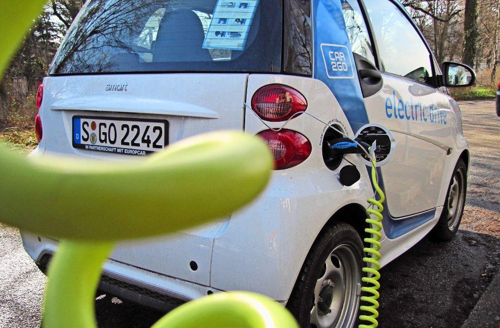 Diesen Anblick soll es bald nicht mehr überall geben: Car2Go will sein Angebot in Randbezirken Stuttgarts beenden. Dagegen regt sich Widerstand. Foto: Judith A. Sägesser