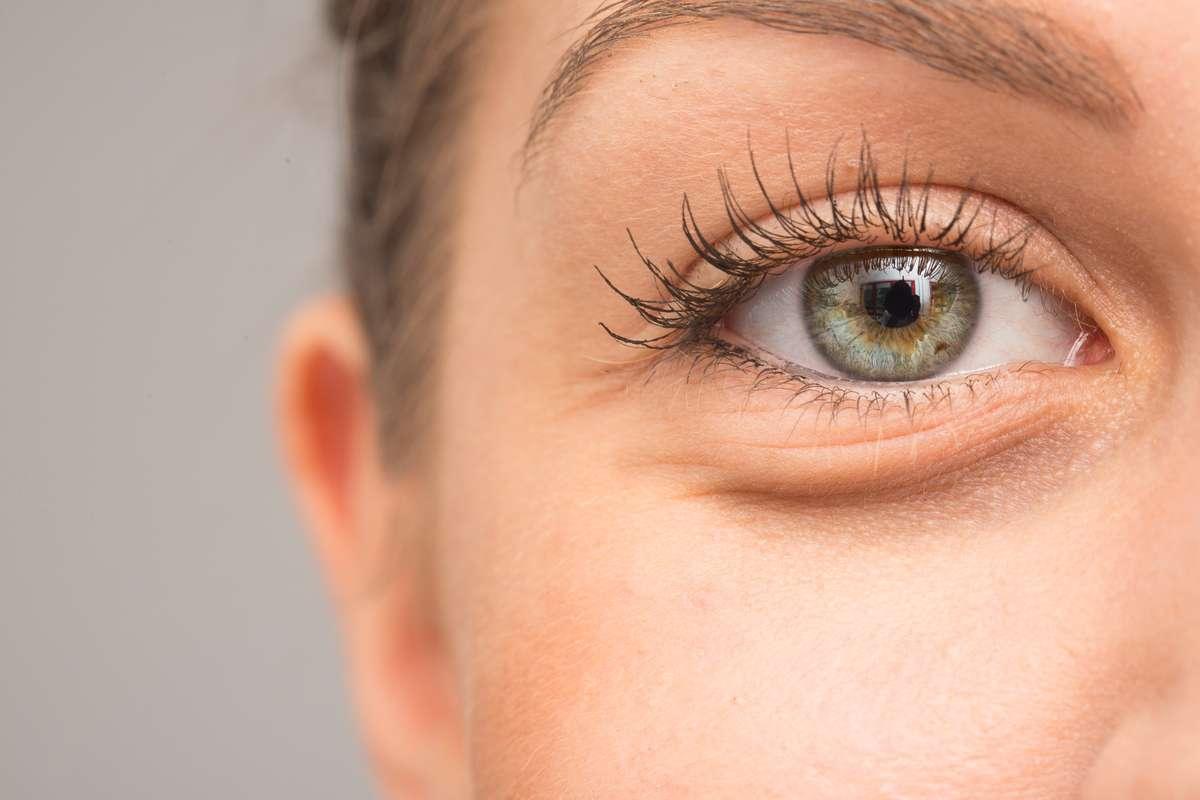 Was hilft gegen ungeliebte Tränensäcke? Foto: sruilk/Shutterstock