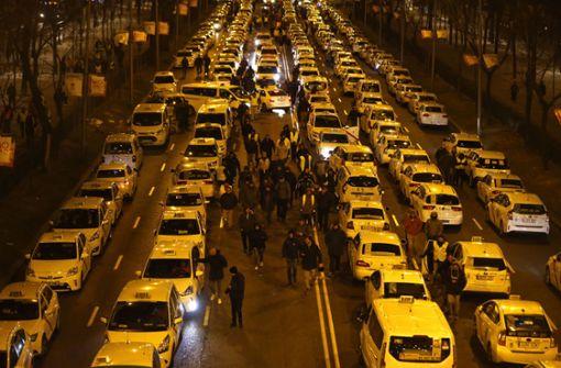 Taxifahrer blockieren Verkehr in Madrid