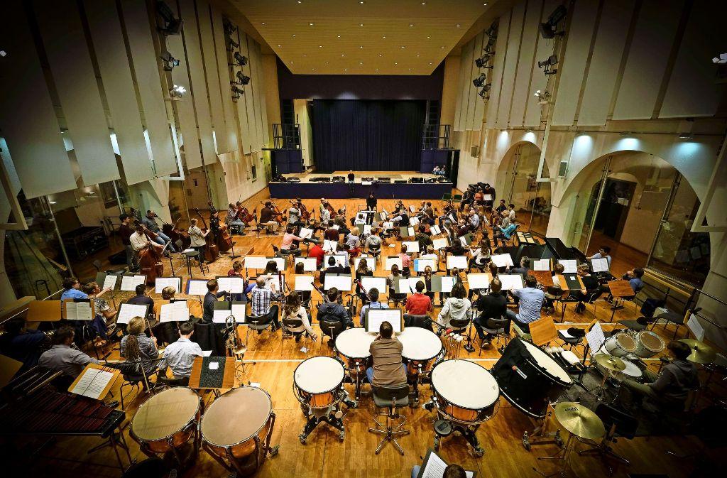Die Nutzung des Gustav-Siegle-Hauses steht im Zeichen der Musik – das Bild zeigt eine Probe von jungen Musikern. Foto: Lichtgut/Leif Piechowski