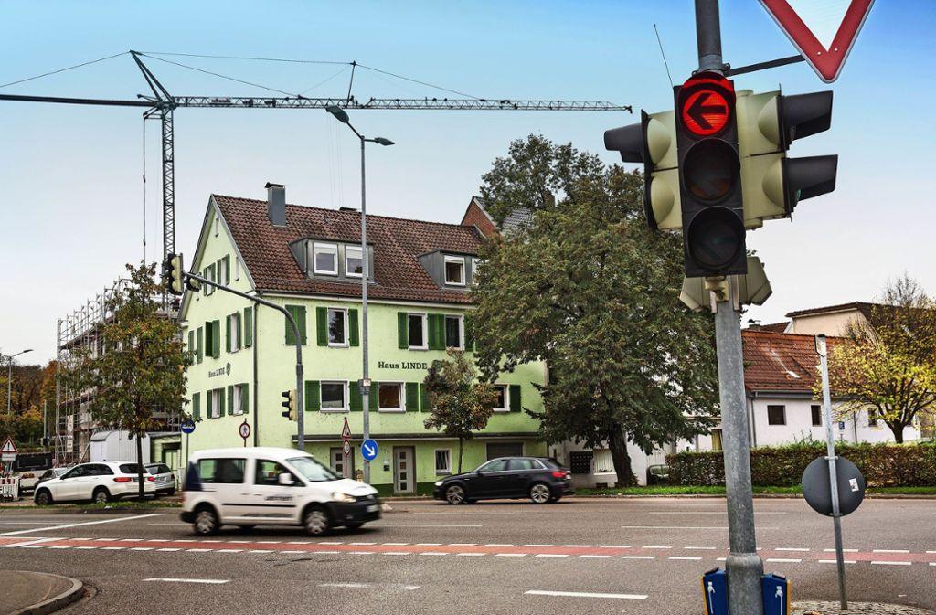 Seit Jahrzehnten dient das Haus Linde in der Mittleren Karlstraße in Göppingen als kurzfristige Aufnahmestelle für obdachlose Menschen. Nun soll das marode Gebäude abgerissen und durch einen Neubau ersetzt werden. Foto: /Horst Rudel