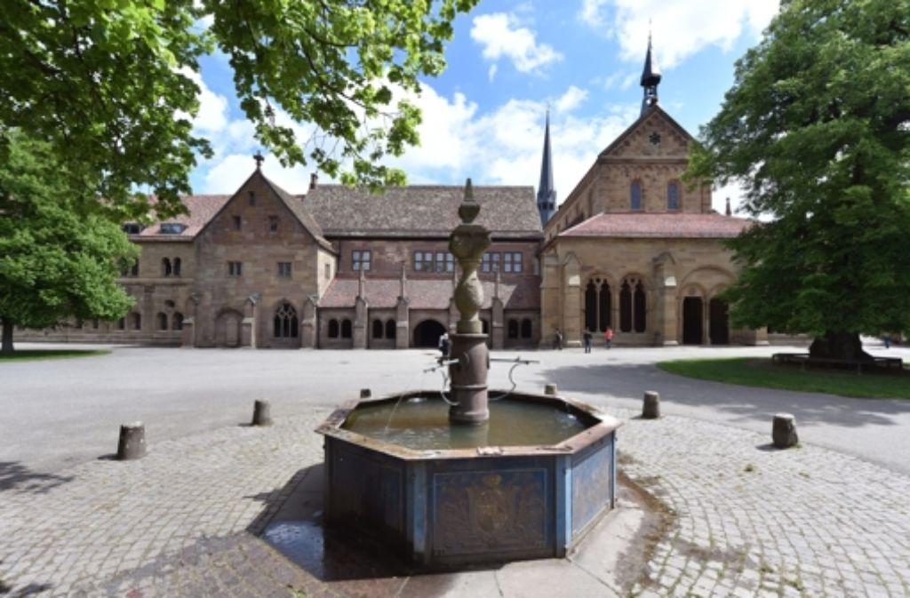 Vier der bundesweit 38 Welterbestätten liegen im Südwesten. Neben dem Kloster Maulbronn (Foto) sind es der obergermanisch-rätische Limes, die Klosterinsel Reichenau und die prähistorischen Pfahlbauten am Bodensee. Foto: dpa