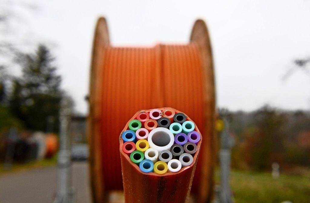 Durch solche Leerrohre werden die Glasfasern gezogen. Foto: dpa