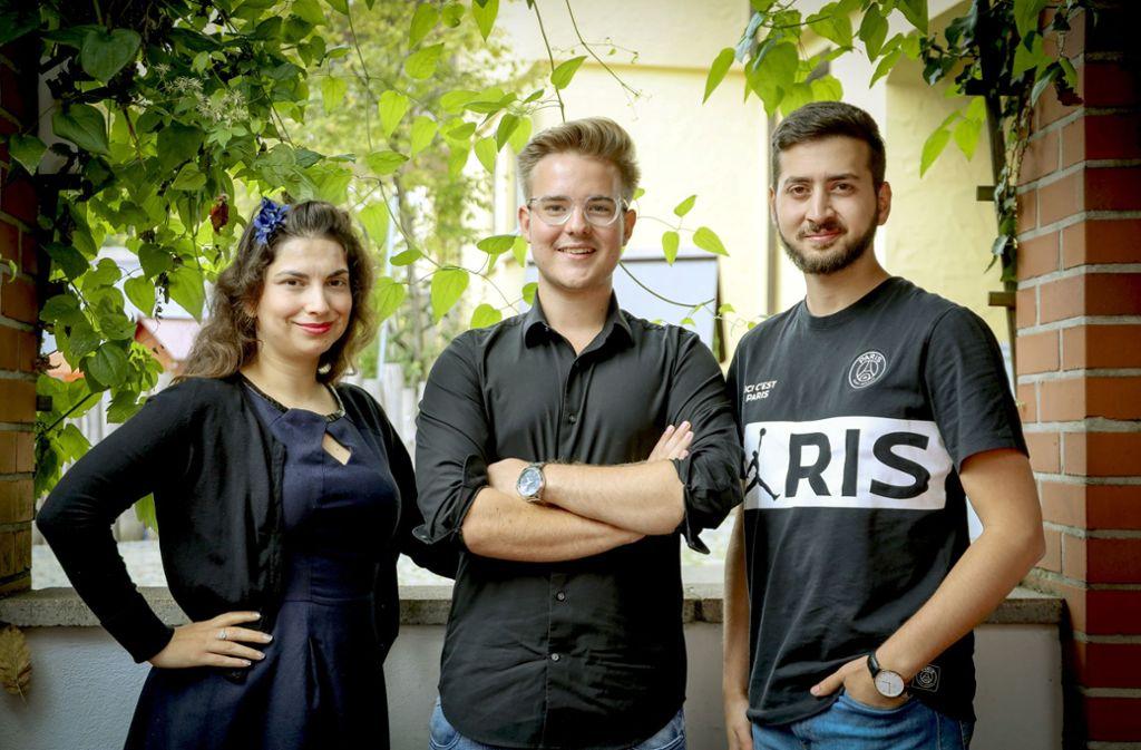 Samet Mutlu (rechts) und Max Reinhardt haben Puigdemont eingeladen. Irene Schuster moderiert den Talk.   Foto: factum
