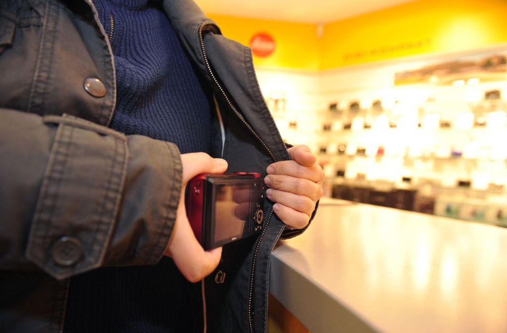 Ein Ladendetektiv ist in eine Rangelei mit einem Dieb verwickelt worden. Foto: dpa