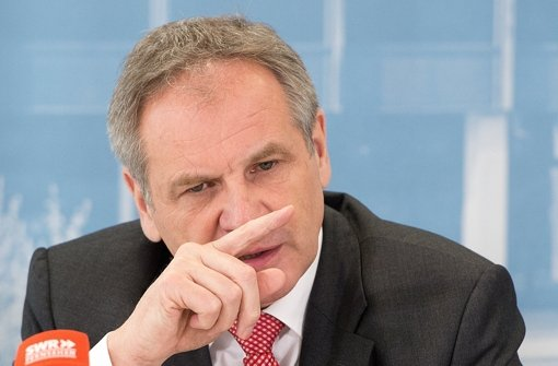 Nach einer FDP-Anfrage zurückgerudert: Innenminister Reinhold Gall, SPD Foto: dpa