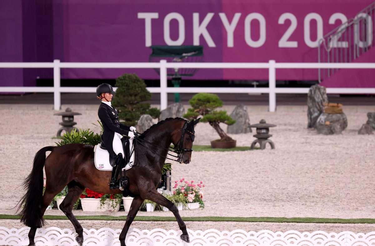 Jessica von Bredow-Werndl  holte sich mit der deutsche Equipe  Gold. Foto: dpa/Friso Gentsch