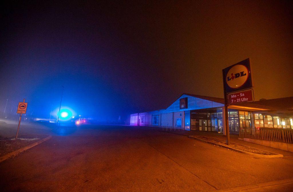Auf dem Parkplatz eines Discounters in Remseck wurden in der Nacht auf Donnerstag zwei Männer attackiert. Foto: 7aktuell.de/Simon Adomat