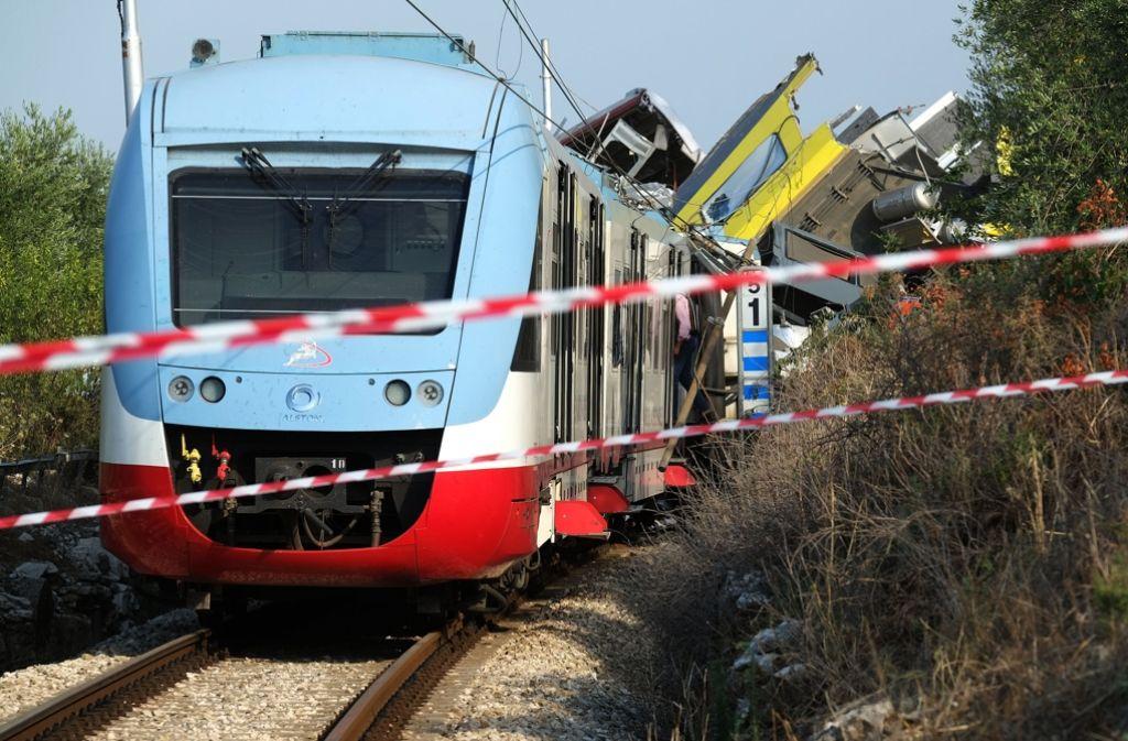 Ein veraltetes Kontrollsystem könnte eine Rolle bei dem Zusammenstoß zweier Züge in Italien spielen. Nun soll die Blackbox Antworten liefern. Foto: AFP