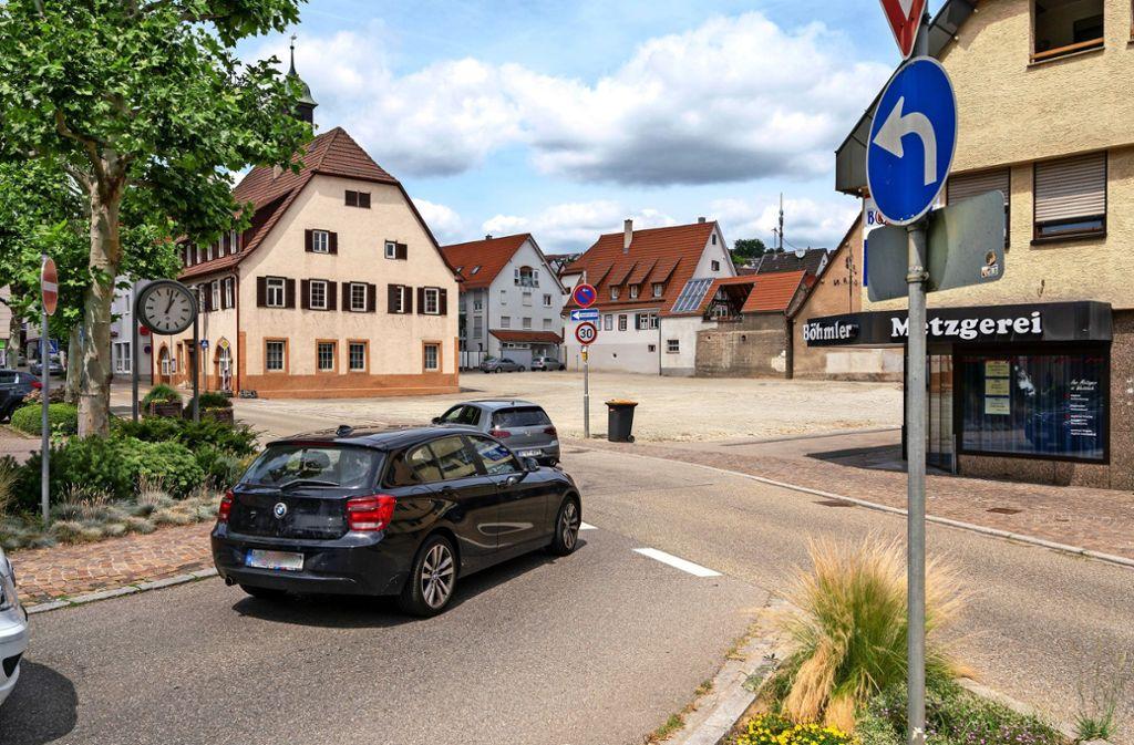 Brachfläche eins: Beim alten Rathaus gilt es, eine neue Ortsmitte zu gestalten. Foto: factum/Andreas Weise