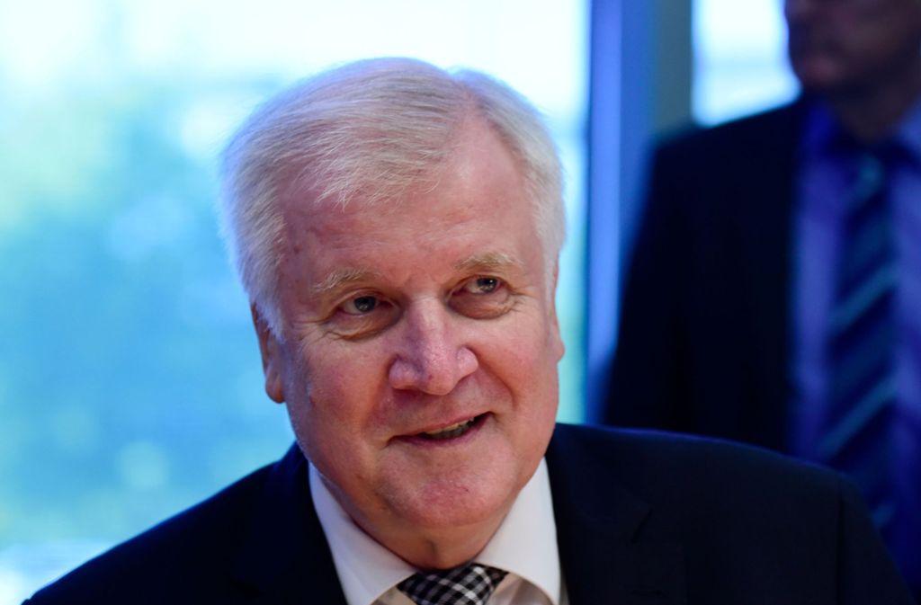 Bundesinnenminister Horst Seehofer haftet für eine rasche Aufklärung der Bremer Affäre – nicht jedoch für die Überforderung der Asylbürokratie. Foto: AFP
