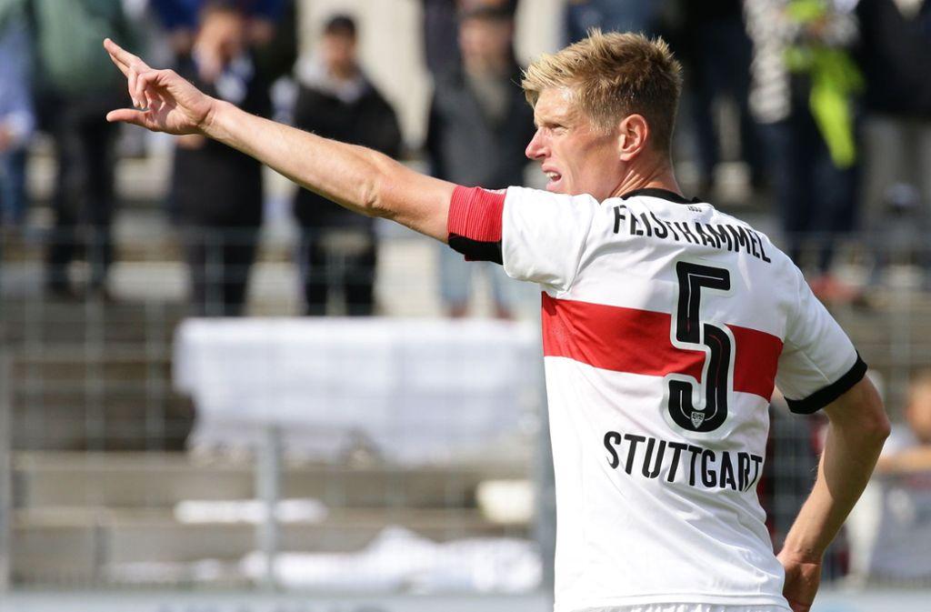 Tobias Feisthammel zeigt den Weg – zu den Kickers? Foto: Baumann