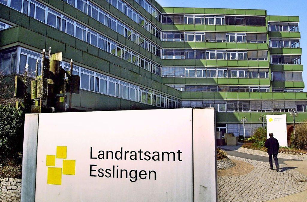 Im Esslinger   Landratsamt stellt der Kreistag die  Weichen für die Kreispolitik. Am  26. Mai entscheiden die Wählerinnen und Wähler über seine  neue Zusammensetzung. Foto: dpa/Försterling