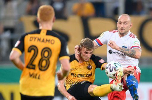 HSV-Spieler Toni Leistner geht auf Dresden-Fan los