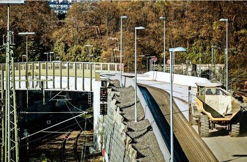 Der Lastwagenverkehr an der Baustelle am Wartberg  ist zu laut. Foto: Lichtgut/Leif Piechowski