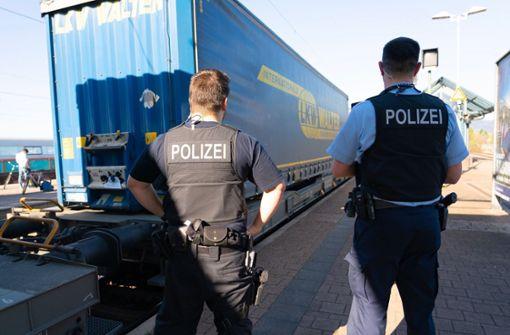 Menschen auf Güterzug sorgen für Sperrung der Rheintalbahn