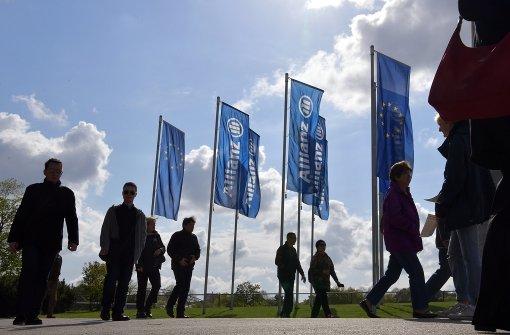 Anhaltend niedrige Zinsen besorgen Allianz-Aktionäre