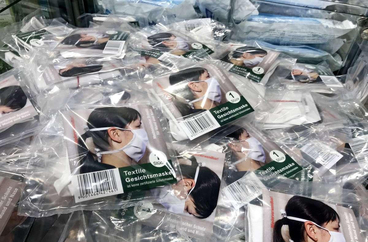 Die Schutzmaske gehört für die meisten Menschen mittlerweile zum Alltag. Foto: imago images/MiS