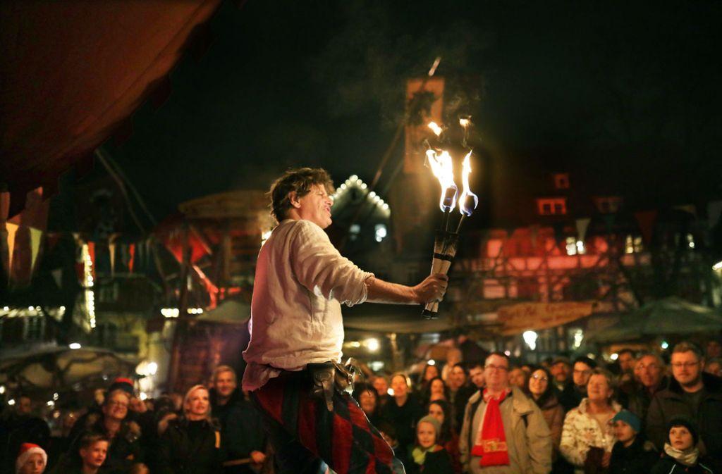 So kennt ihn das Esslinger Publikum: Als Fleapit unterhält Christian Rogers die Besucher des Mittelaltermarkts mit Sprüchen und Kunststücken. Foto: Pressefoto Horst Rudel