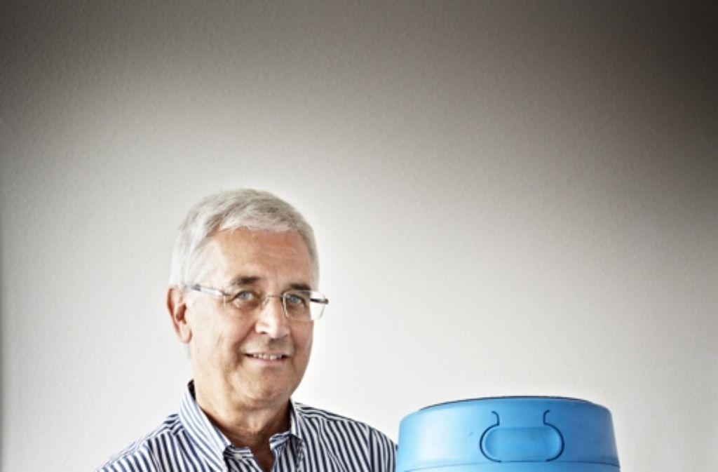 Seniorchef Wolfram Pfitzer (oben) hat Aerocom-Seniorchef Wolfram Pfitzer  mit seinem Produkt. Foto: Heinz Heiss