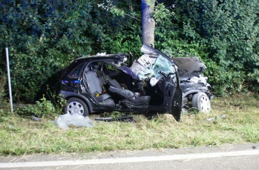 22-Jähriger ringt nach schwerem Crash mit dem Tod