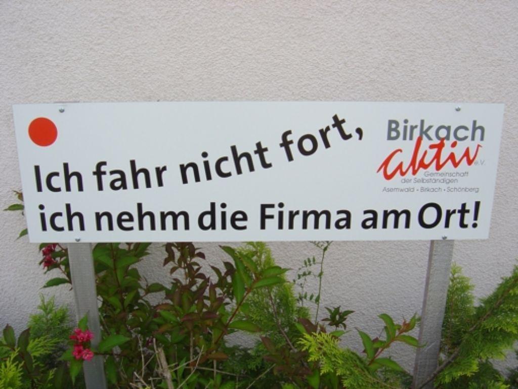 2007 werben die örtlichen Händler mit diesem Slogan. Foto: Katharina Sorg