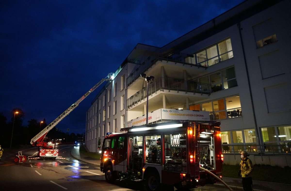 Das Feuer brach in einer Wohnung im vierten Stock des Nürtinger Seniorenheims aus. Foto: SDMG/Woelfl