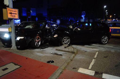 Fünf Verletzte nach schwerem Kreuzungscrash