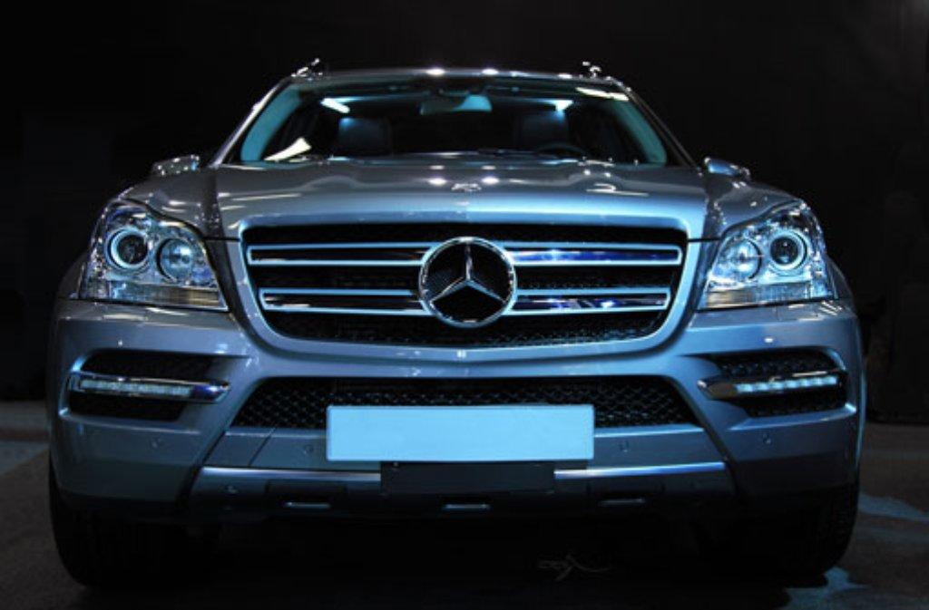 Mit einem solchen Mercedes - nur in Schwarz - machte sich in der Nacht zum Montag ein Einbrecher in Dettingen unter Teck aus dem Staub (Symbolbild). Foto: Shutterstock/Charlesimage