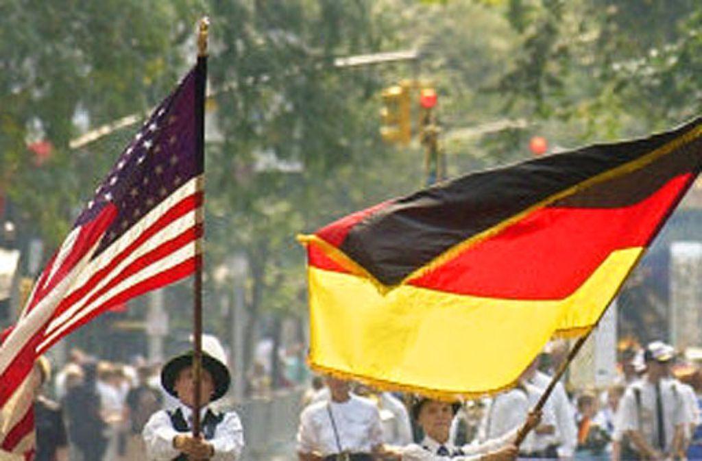 Die deutsche und die amerikanische Flagge wehen im Mai wieder gemeinsam in Stuttgart. Foto: APN