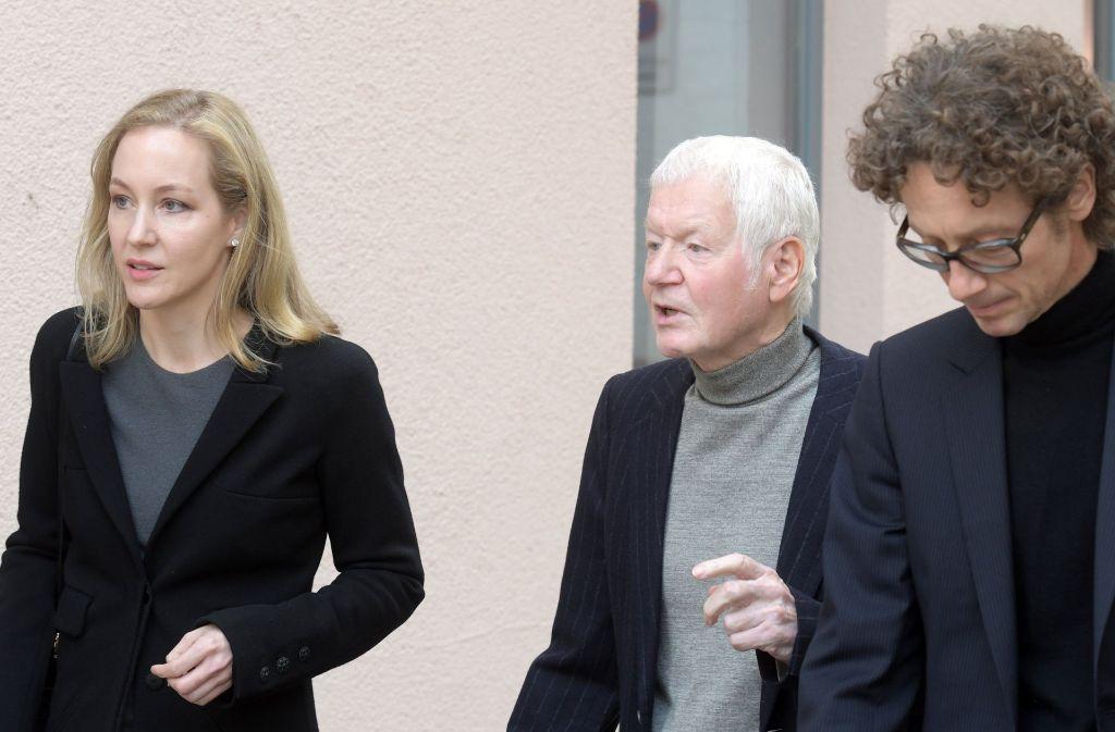 Gemeinsam auf dem Weg zum Gericht: Anton Schlecker zwischen seinen Kindern Meike und Lars Foto: dpa