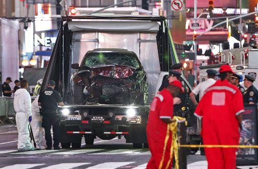 Ein Mann war am Times Square mit seinem Auto in eine Gruppe von Fußgängern gerast Foto: AP