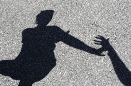 Unbekannter soll 34-Jährige vergewaltigt haben