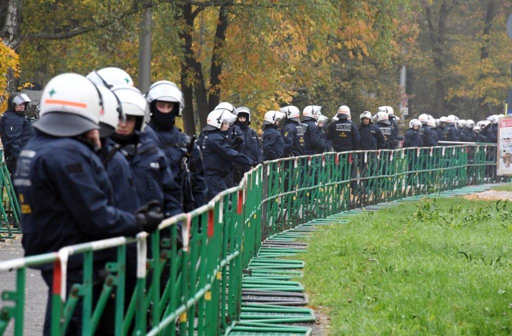 Schon vor dem Spiel war das Konzept der Polizei bis auf kleinere Zwischenfälle aufgegangen. Foto: dpa